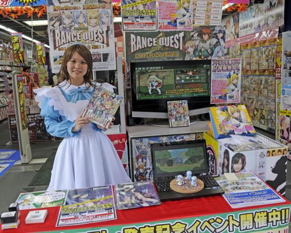 ソフマップ各店では購入者にA4クリアポスターがプレゼントされていた。
