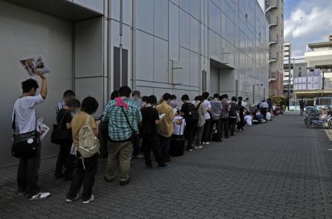 開場直前には150人ほどまで人数は増えていた