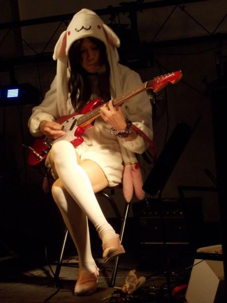 キュウべぇがギター弾くなんて!契約はしないよ!