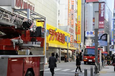 ラジオ会館前には多くの消防車が(・ω´・;)