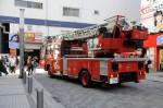 大型のはしご車も駆けつけ秋葉原駅前は騒然としました。
