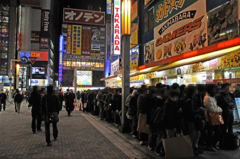 アルバイト戦士の方々がヒャッハー!!とあっと言う間に店舗前に列を形成させました。(≧▽≦)