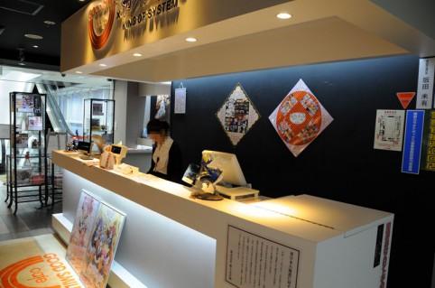 グッ鉄カフェ受付、ここで「ミルキィホームズ カフェ」か「まどか☆マギカカフェ」を伝えて下さい(。^ω^)ノ゙♪