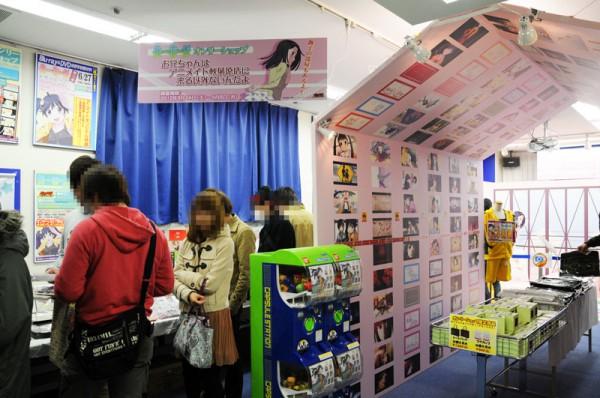 アニメイト秋葉原店7Fで行われている「偽物語」オンリーショップ入口