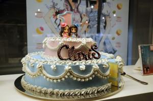 ClariS 1stアルバム「BIRTHDAY」表紙のケーキ