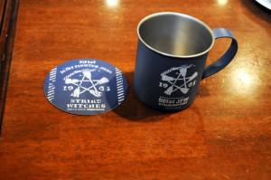 第501統合戦闘航空団のマークが入ったコースターとマグカップ