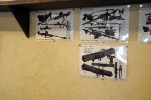 銃器などの設定画も