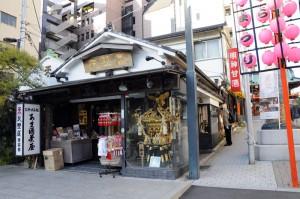 甘酒で有名な神田明神鳥居前の天野屋さん