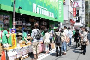 コトブキヤでは開店前にファンが(9時30分頃)
