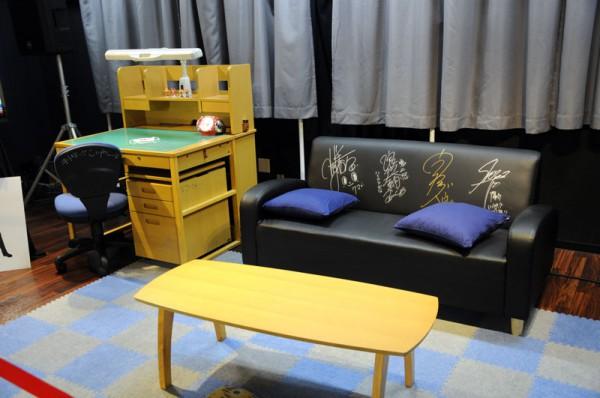 会場奥にはニコ生で配信された「鳴上悠の部屋」のセットが展示