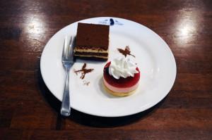 黒揚羽蝶のケーキ黒雪姫を連想させます(w´ω`w)